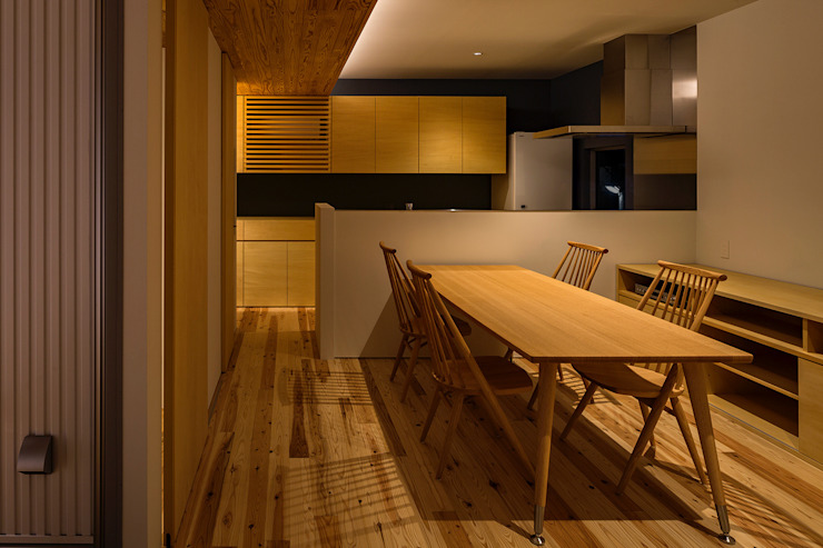 Eclectic style dining room by ポーラスターデザイン一級建築士事務所 Eclectic