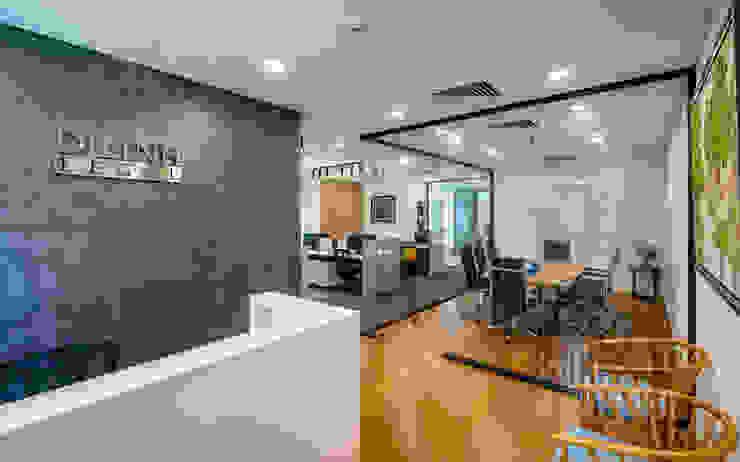 Thiết kế thi công nội thất văn phòng (V2) bởi Dandelion Design Construction Hiện đại