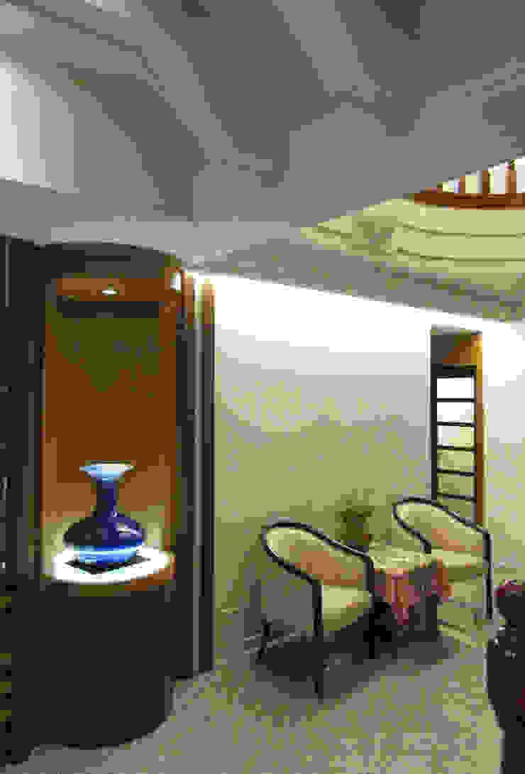 Pasillos, vestíbulos y escaleras clásicas de 麥斯迪設計 Clásico Granito
