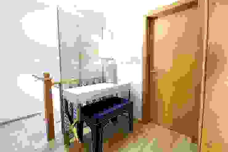 Moradia Algarve 2017 Atelier Ana Leonor Rocha Corredor, hall e escadasAcessórios e decoração