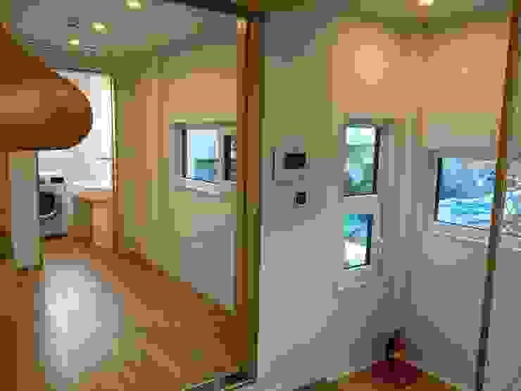 필운동 단독주택(협소주택) 서랍 모던스타일 거실 by (주)건축사사무소 더함 / ThEPLus Architects 모던