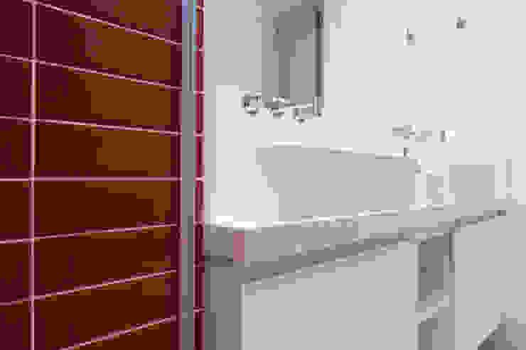 C2HA Arquitetos Baños eclécticos Rojo