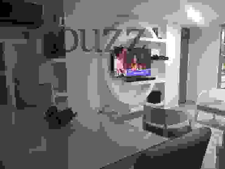 Remodelación apartamento Salas modernas de Deko Houzz Moderno