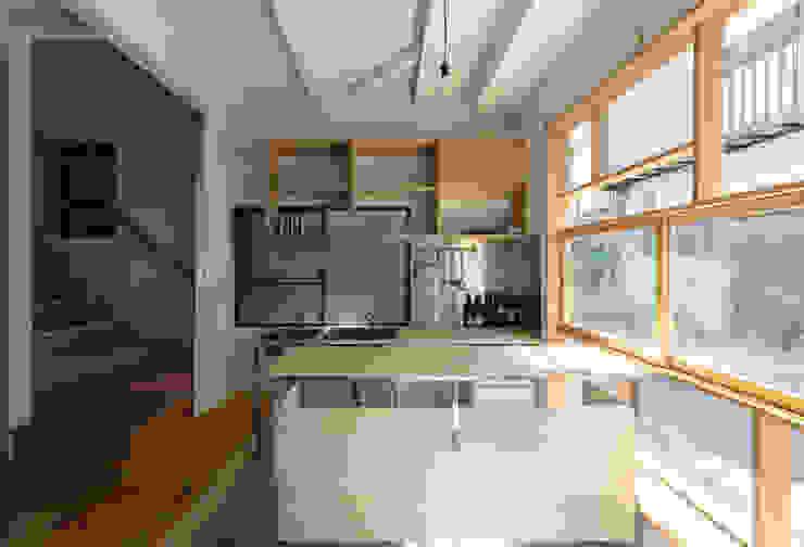 Minimalistischer Flur, Diele & Treppenhaus von coil松村一輝建設計事務所 Minimalistisch