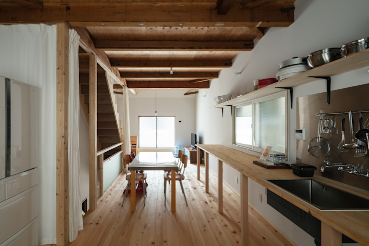 Minimalist dining room by coil松村一輝建設計事務所 Minimalist