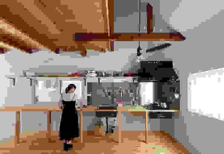 Minimalistische Küchen von coil松村一輝建設計事務所 Minimalistisch