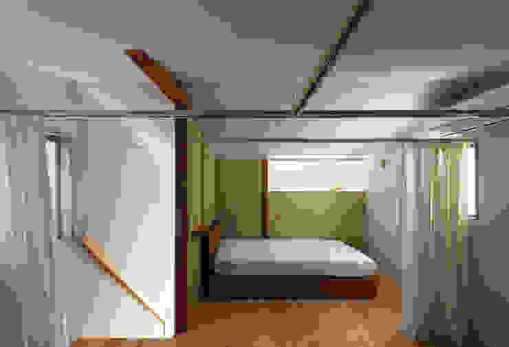 Minimalistische Schlafzimmer von coil松村一輝建設計事務所 Minimalistisch