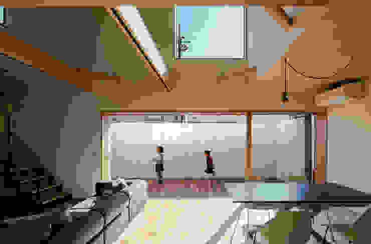 minimalist style balcony, porch & terrace by coil松村一輝建設計事務所 Minimalist