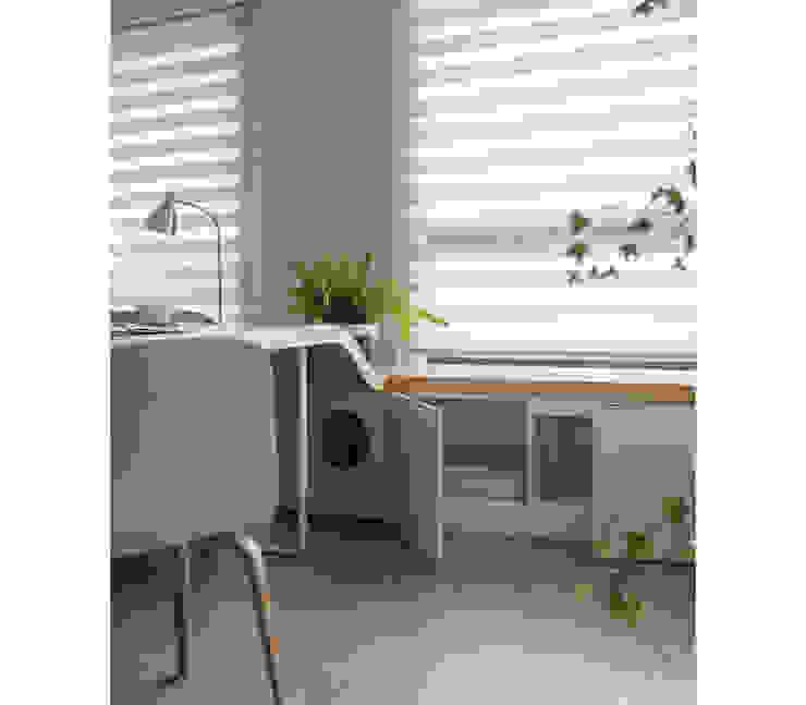 Escritórios escandinavos por 寓子設計 Escandinavo