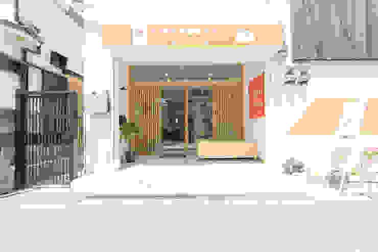 Ausgefallene Geschäftsräume & Stores von coil松村一輝建設計事務所 Ausgefallen