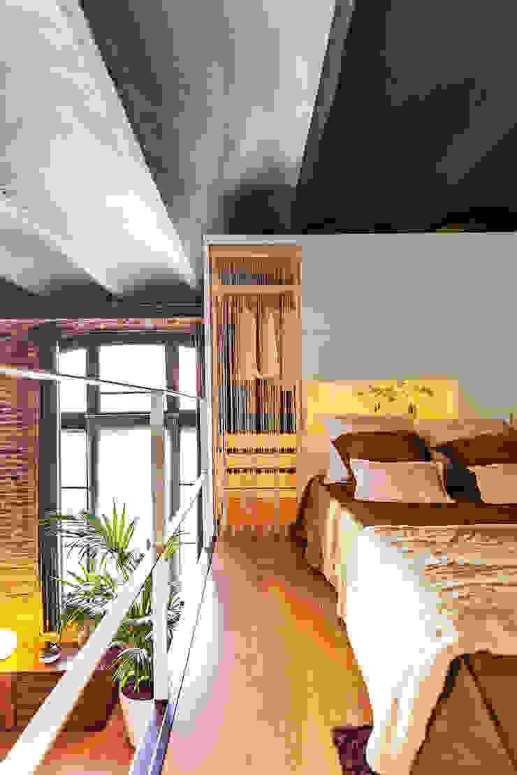 LOFT CAN FELIPA Dormitorios de estilo moderno de ESTUDIO DE CREACIÓN JOSEP CANO, S.L. Moderno