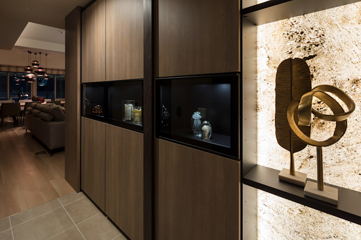 株式会社Juju INTERIOR DESIGNS Pasillos, vestíbulos y escaleras de estilo ecléctico Aglomerado Beige