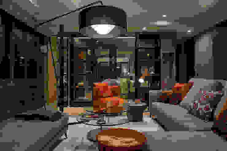 株式会社Juju INTERIOR DESIGNS Salas de estilo ecléctico Madera Naranja