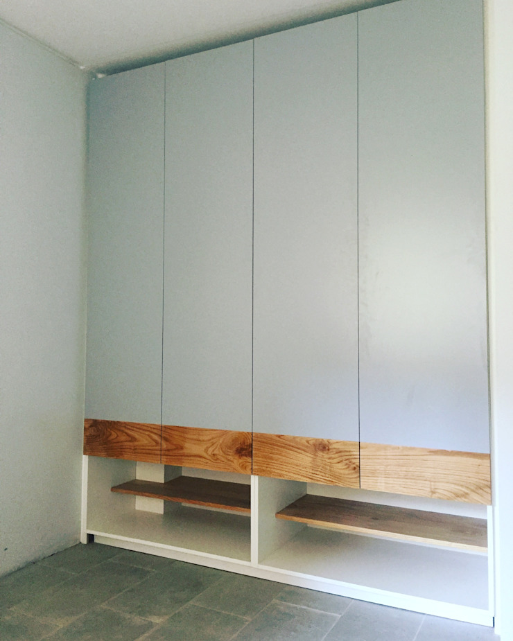 Closet Principal de MMAD studio - arquitectura interiorismo & mobiliario - Madera maciza Multicolor