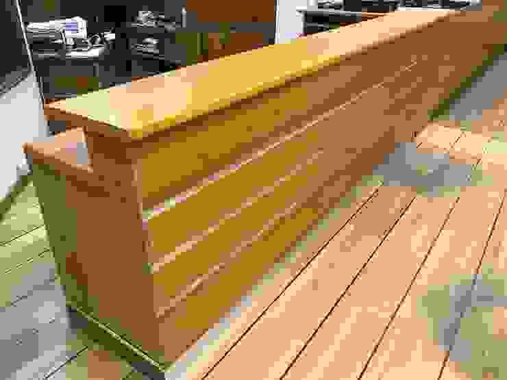 Mobiliario modulo de atencion de SerenaMuebles Clásico Madera Acabado en madera