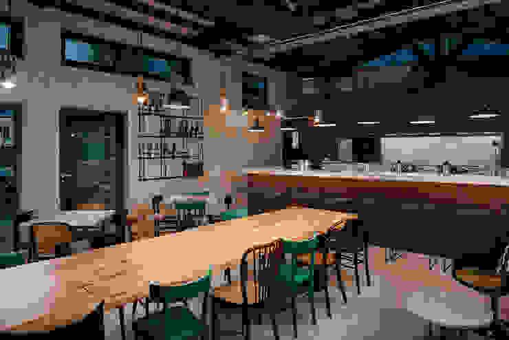 manuarino architettura design comunicazione Industrial style bars & clubs Iron/Steel Green