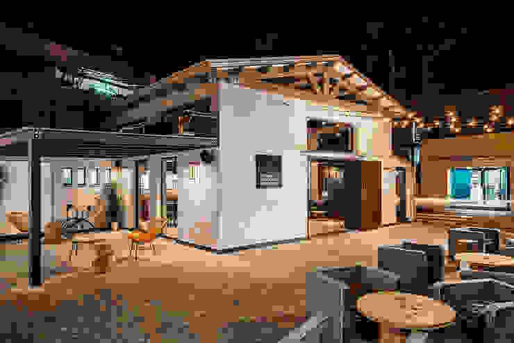 Vista Esterna Bar & Club in stile industrial di manuarino architettura design comunicazione Industrial Cemento