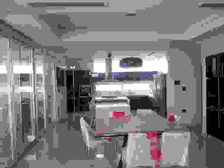 Vivienda en Urbanizacion Privada – Yerba Buena Tucuman Comedores modernos de Alejandro Acevedo - Arquitectura Moderno Vidrio