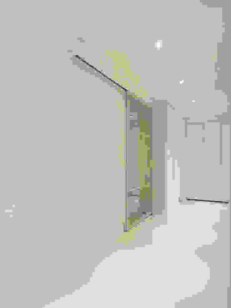 Modern corridor, hallway & stairs by WITHJIS(위드지스) Modern Aluminium/Zinc