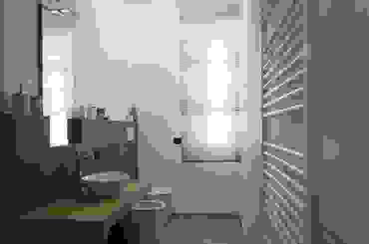 marcellorissoarchitetto Modern bathroom Wood Beige