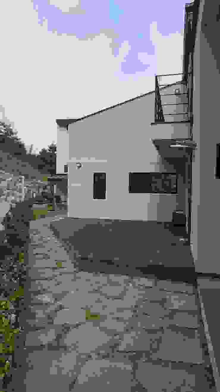 FARM HOUSE – 후정과 농원의 집 모던스타일 정원 by HOMEPOINT. 모던
