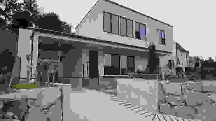 FARM HOUSE – 후정과 농원의 집 모던스타일 주택 by HOMEPOINT. 모던