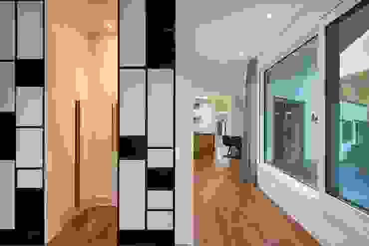 (주)건축사사무소 더함 / ThEPLus Architects 現代風玄關、走廊與階梯