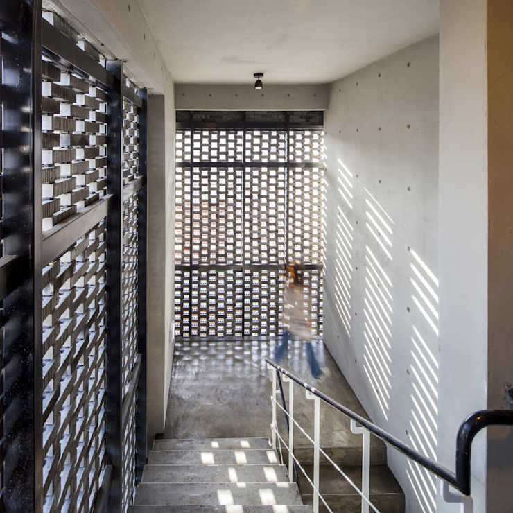 (주)건축사사무소 더함 / ThEPLus Architects บันได