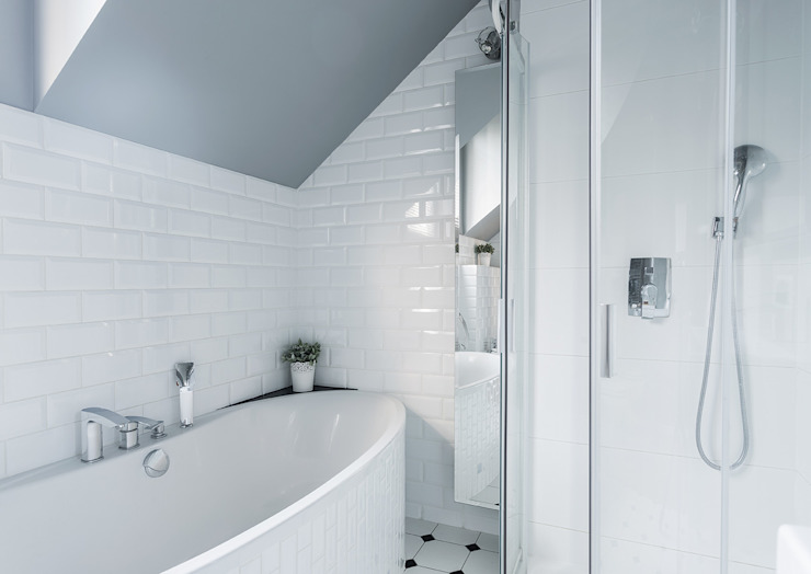 Classic style bathroom by Klausroom Classic Tiles