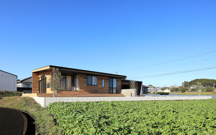 Eclectic style houses by ㈱ライフ建築設計事務所 Eclectic Wood Wood effect