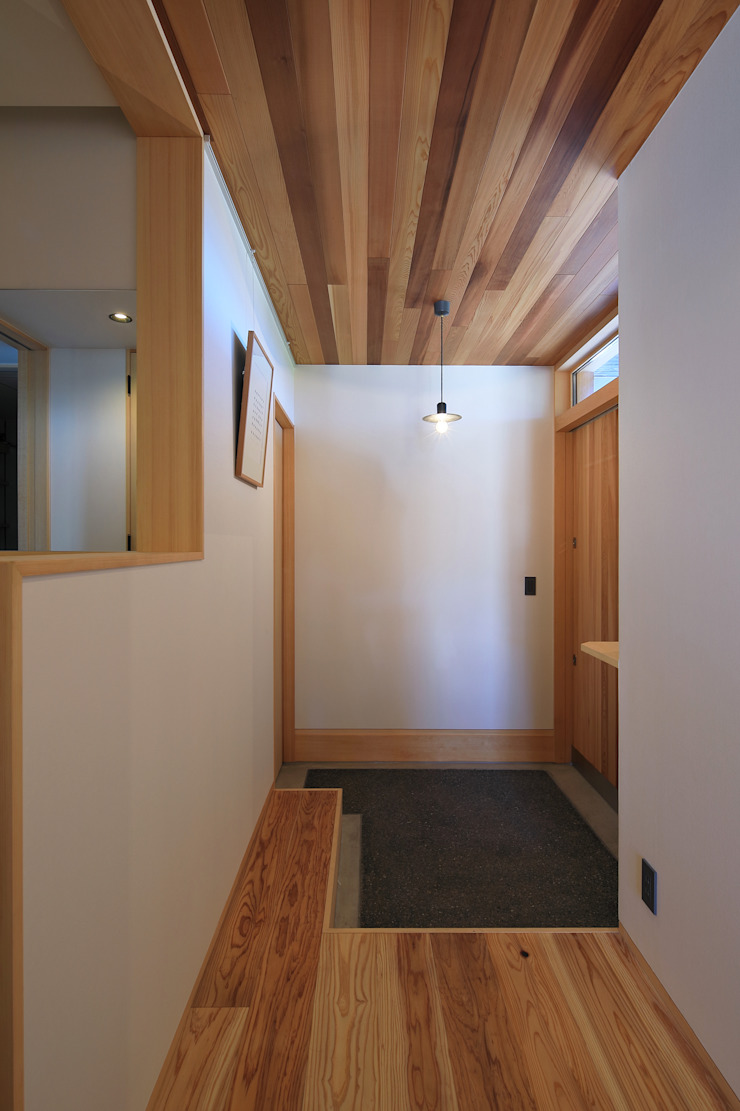 Eclectic style corridor, hallway & stairs by ㈱ライフ建築設計事務所 Eclectic