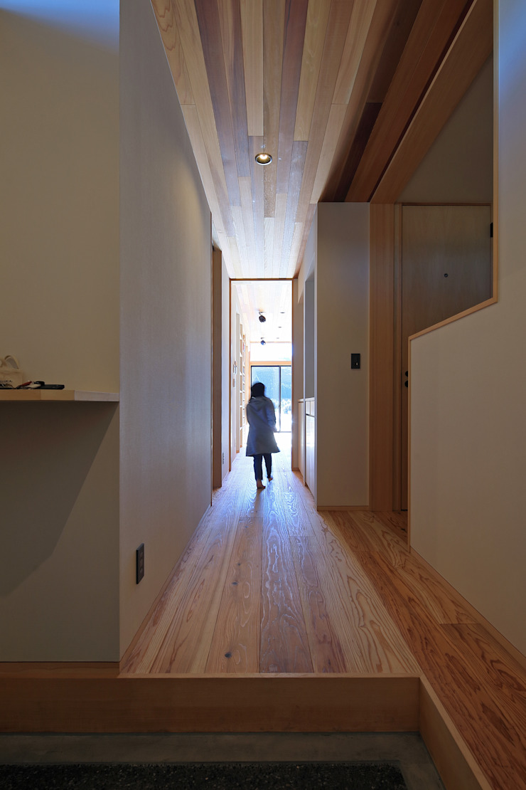 Eclectic style corridor, hallway & stairs by ㈱ライフ建築設計事務所 Eclectic Wood Wood effect