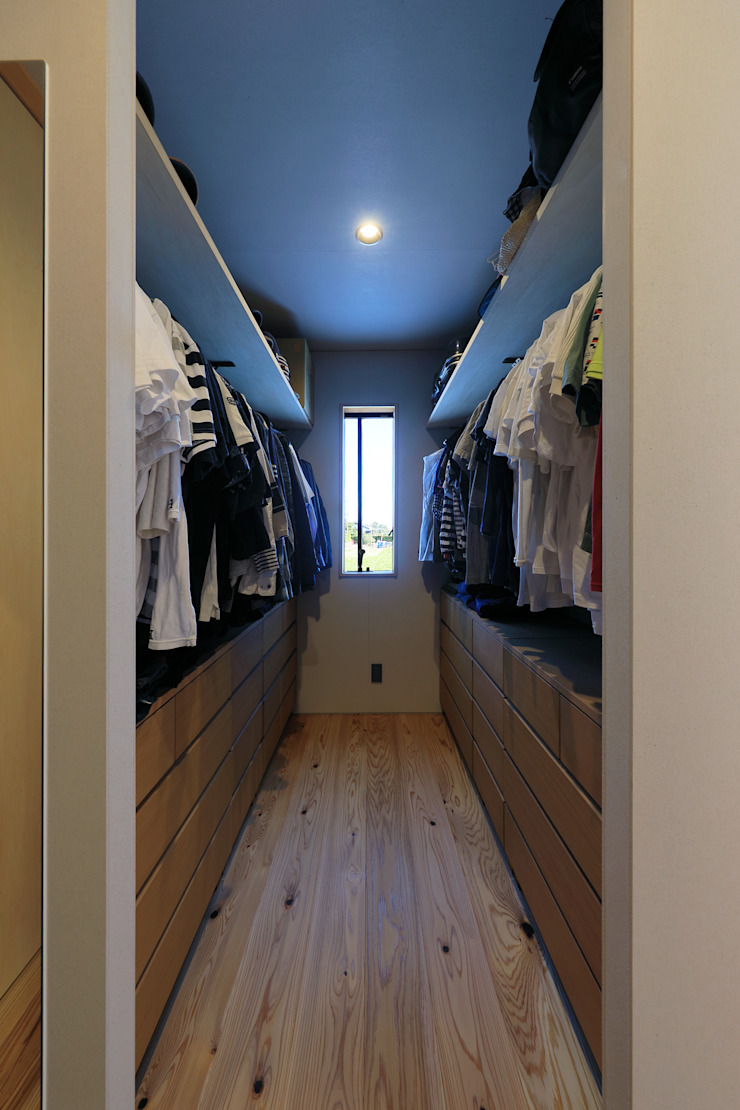 Eclectic style dressing rooms by ㈱ライフ建築設計事務所 Eclectic Wood Wood effect