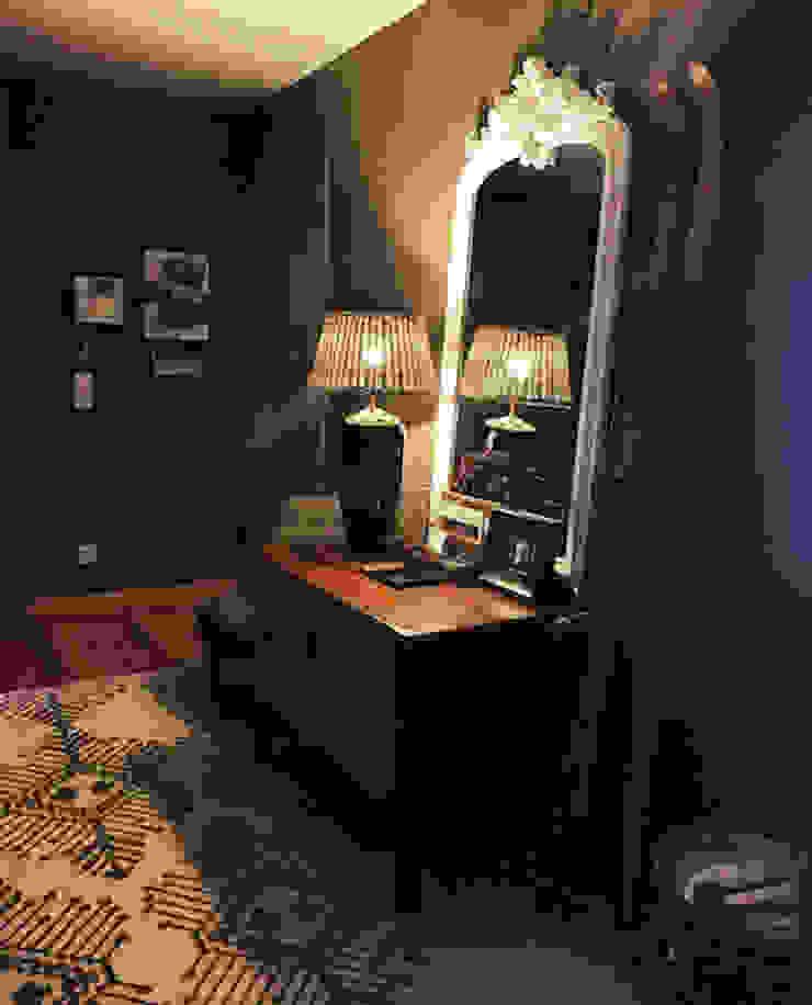 Gavetão- Decoração de Interiores Eclectic style corridor, hallway & stairs Wood Brown