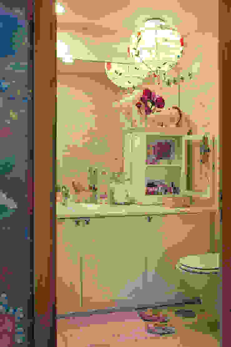 Gavetão- Decoração de Interiores Eclectic style bathroom Stone Pink