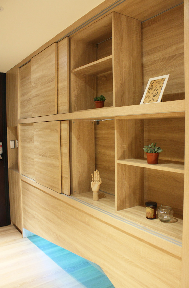玄關/多重用途的雙面櫃 圓方空間設計 現代風玄關、走廊與階梯 合板 Wood effect