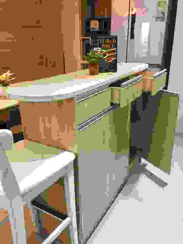 廚房/小巧精緻的中島設計 圓方空間設計 系統廚具 合板 Wood effect