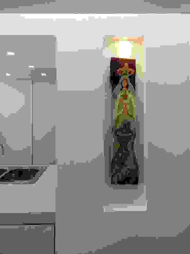 El Cigarral Paredes y pisos de estilo minimalista de RRA Arquitectura Minimalista Madera Acabado en madera