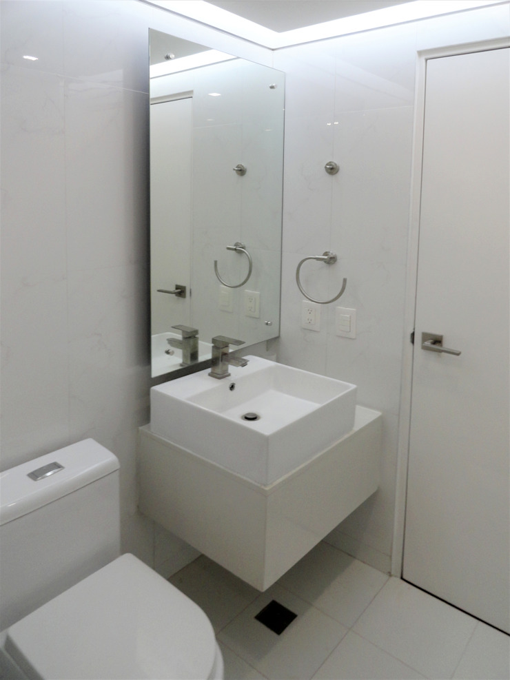 El Cigarral Baños de estilo minimalista de RRA Arquitectura Minimalista Cerámico