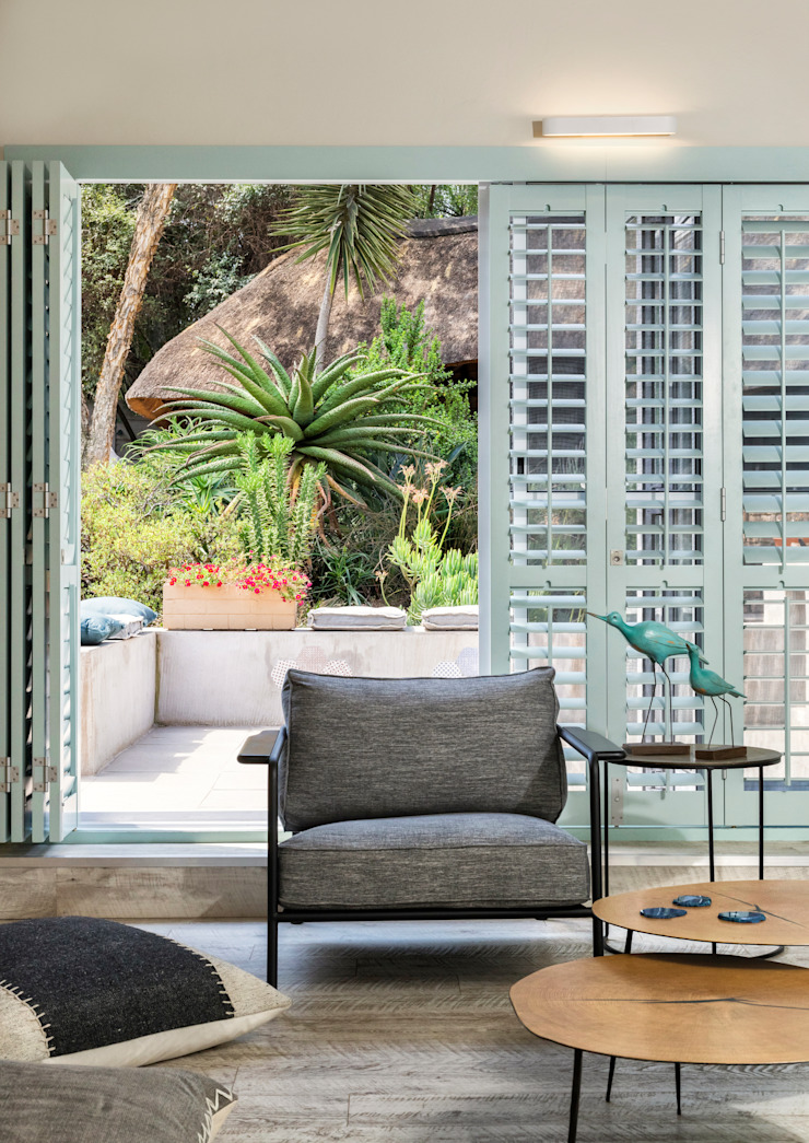 Indoor / Outdoor Living Patio Deborah Garth Interior Design International (Pty)Ltd Modern living room