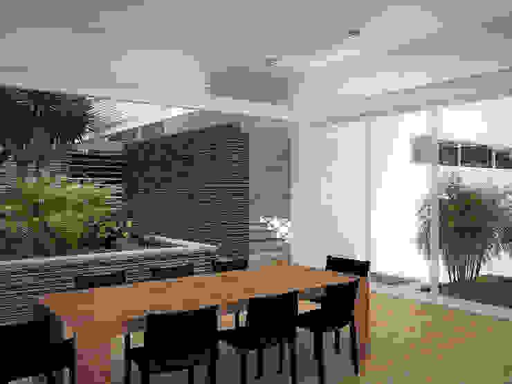 Sonoma Comedores de estilo minimalista de RRA Arquitectura Minimalista Piedra
