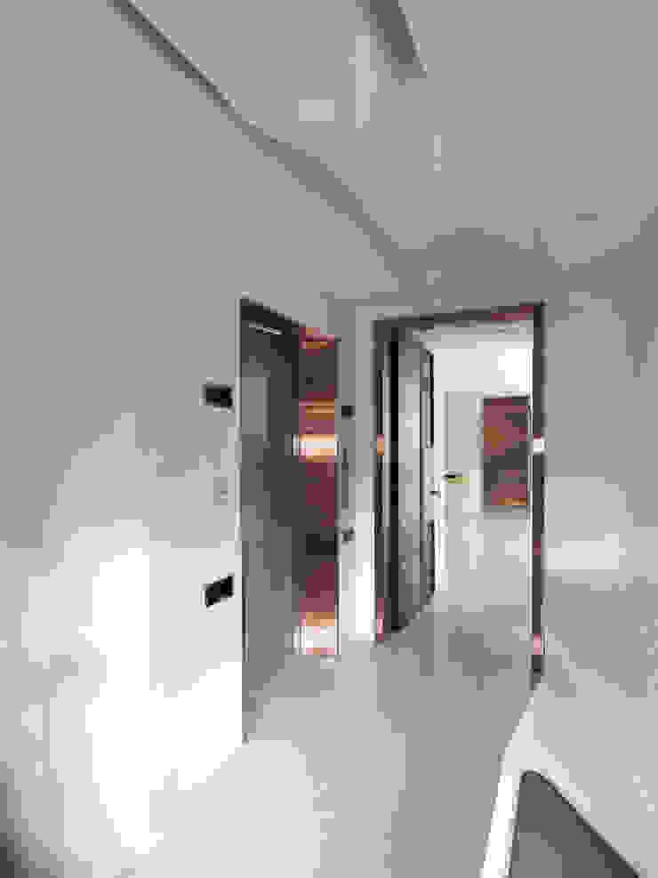 K HOUSE 形構設計 Morpho-Design 現代風玄關、走廊與階梯