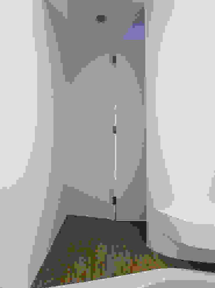 Dormitorios de estilo moderno de 形構設計 Morpho-Design Moderno