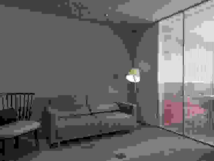 Yongchun MIX 现代客厅設計點子、靈感 & 圖片 根據 形構設計 Morpho-Design 現代風