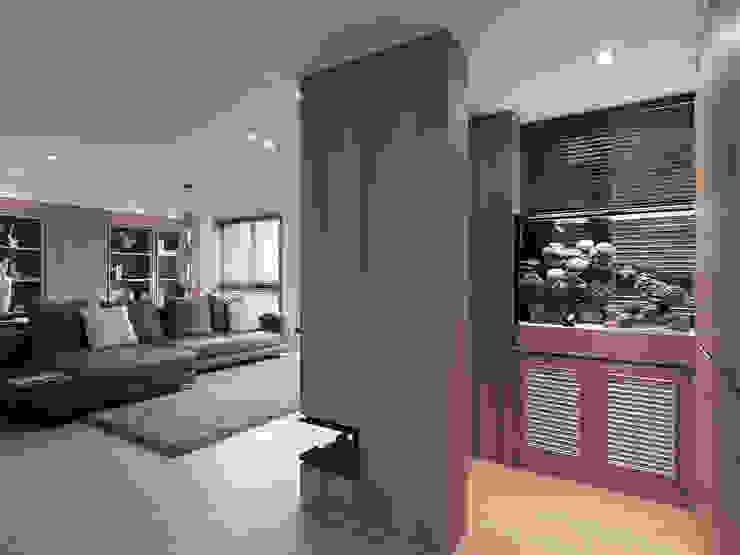 Corridor & hallway by 形構設計 Morpho-Design