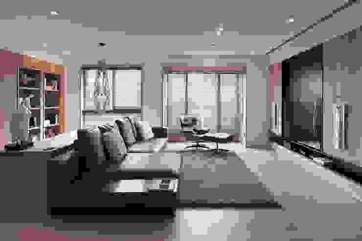FRAME 现代客厅設計點子、靈感 & 圖片 根據 形構設計 Morpho-Design 現代風