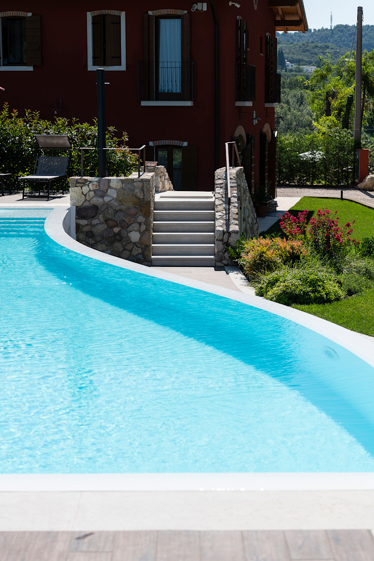 Quintarelli Pietre e Marmi Srl Mediterranean style pool