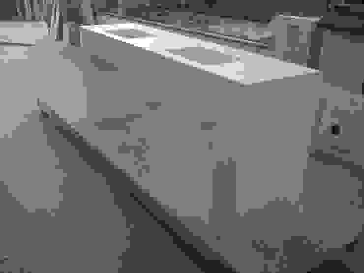 Encimera Solid Surface INNOBANYS solid surface Baños de estilo moderno Blanco