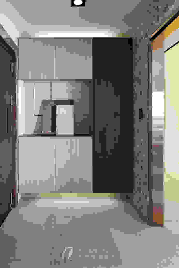 WANG House 元作空間設計 現代風玄關、走廊與階梯