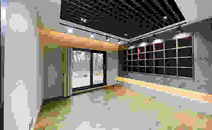 주택 내부 모던스타일 서재 / 사무실 by 더존하우징 모던
